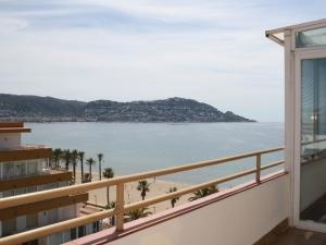 VENDU -  appartement Santa Margarita avec terrasse fantastique à 20 metres de la plage