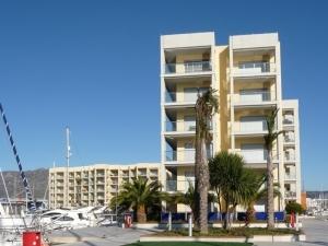 Ref H / 130 - Vente appartement dans residence privee avec jardin et piscine