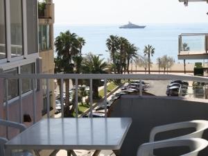 VENDU - Vend appartement Roses Santa Margarita avec vues sur la mer à 100 mètres de la plage