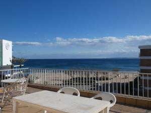 141 - Appartement en première ligne avec vue sur la mer