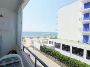 215 - Studio amb vista a la mar
